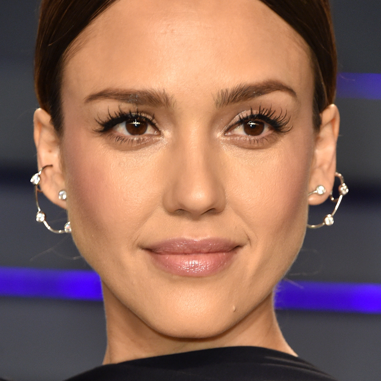 Jessica Alba Nailed The Anti-Summer Hair Color We've Been Looking For