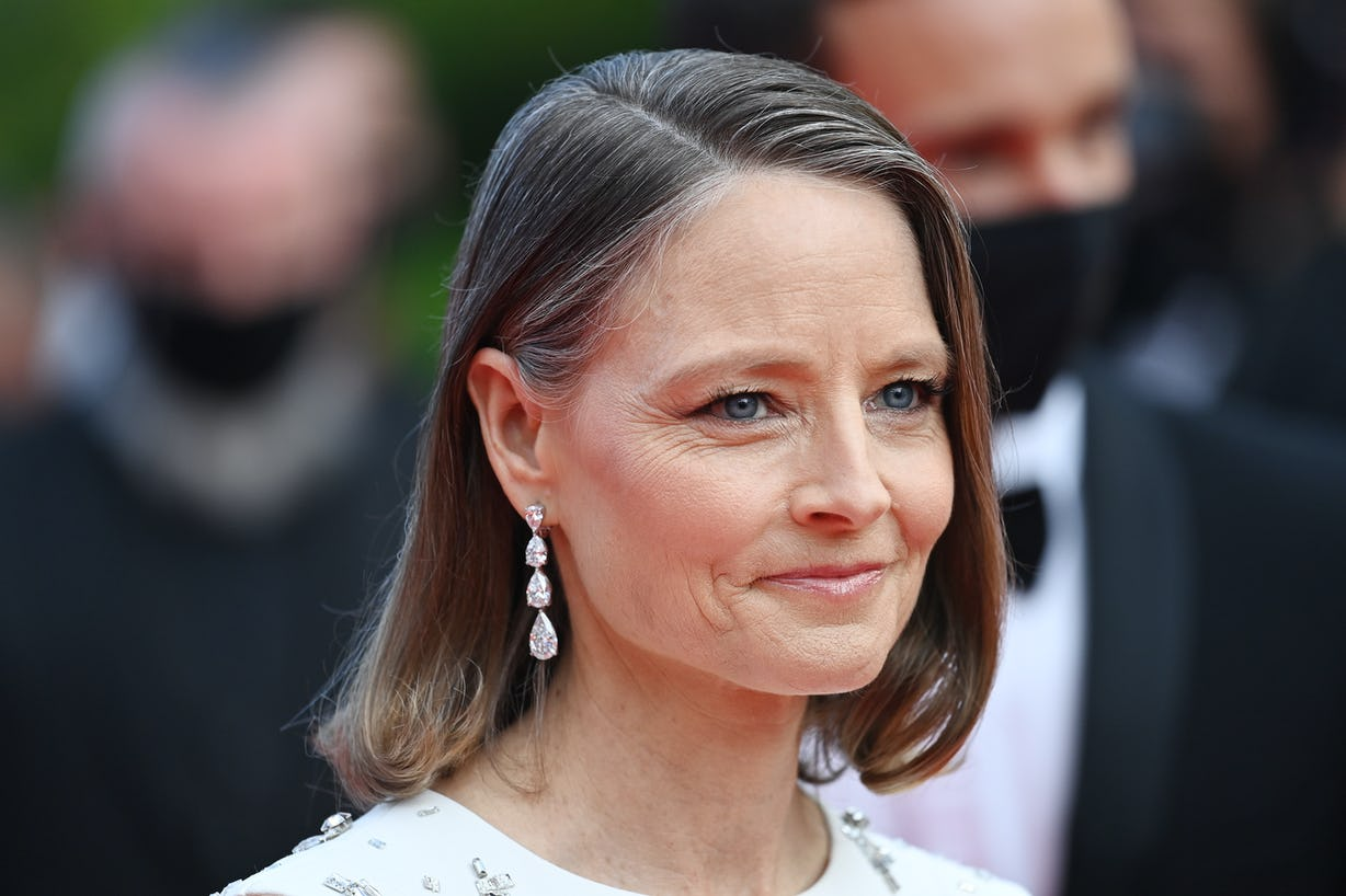 Jodie Foster's 2021 Cannes Look Is A Masterclass In Juicy Summer Makeup